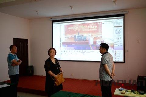 韩国客户来公司考察时体验云平台技术